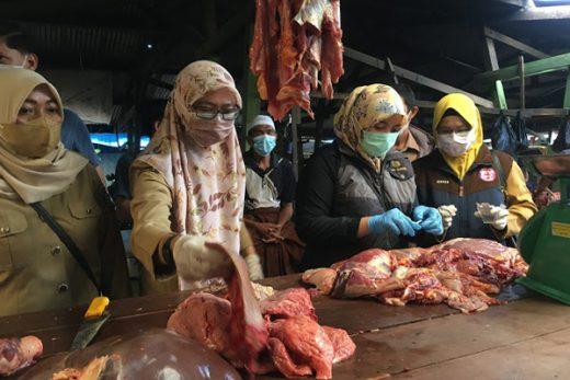 Puskeswan Maros sidak pedagang daging sapi dan ayam